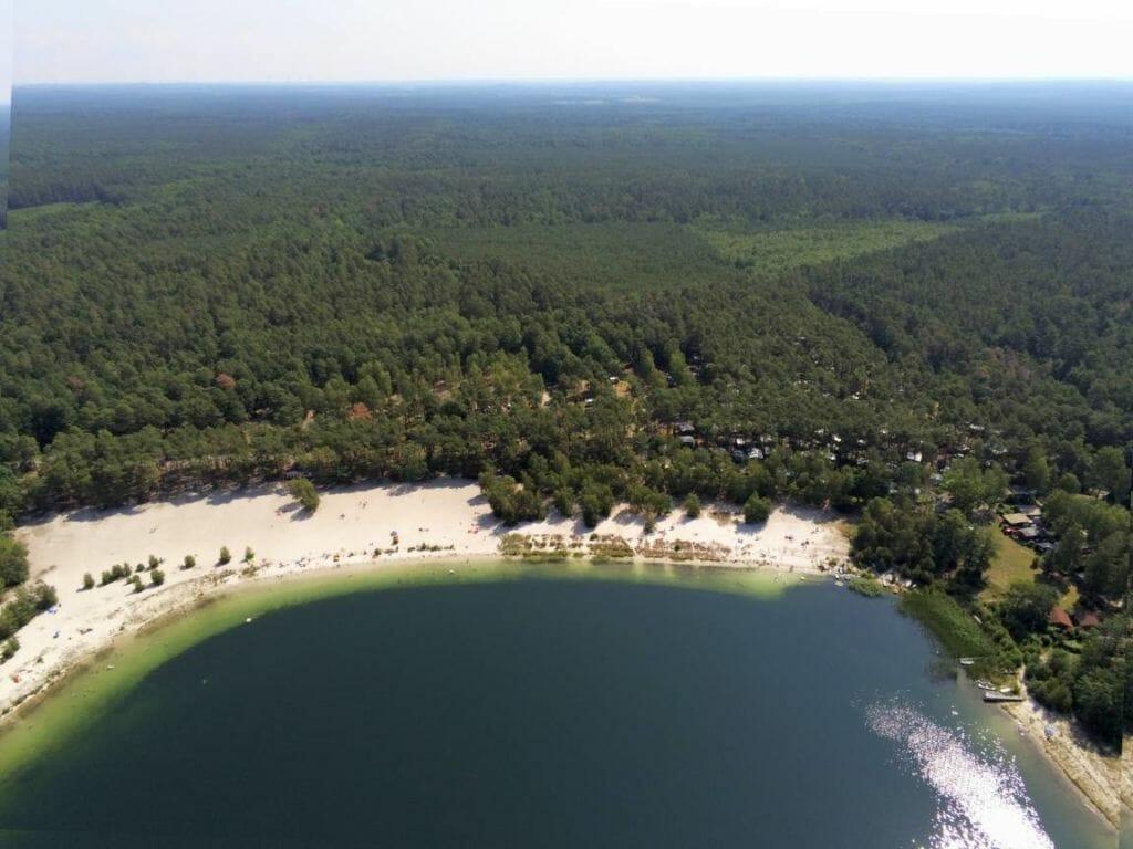 Luftbildaufnahme über Großsee Badestrand und Campingplatz